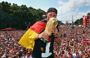 连续三天三名德国前国脚挂靴,黄金一代掉队者在中超赚足养老钱