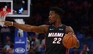 29记三分刷新NBA纪录,半场83分,字母哥沦为雄鹿老八