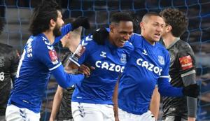 比赛日:J罗两助攻埃弗顿3-0晋级 拉齐奥2-1萨索洛