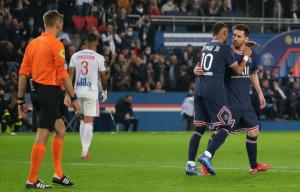 梅西任意球中框,内马尔点射,伊卡尔迪绝杀 巴黎2-1逆转里昂